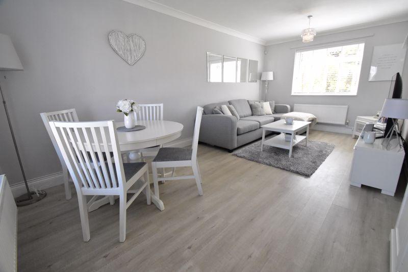 2 bedroom End Terrace to buy in Dewsbury Road, Luton - Photo 3