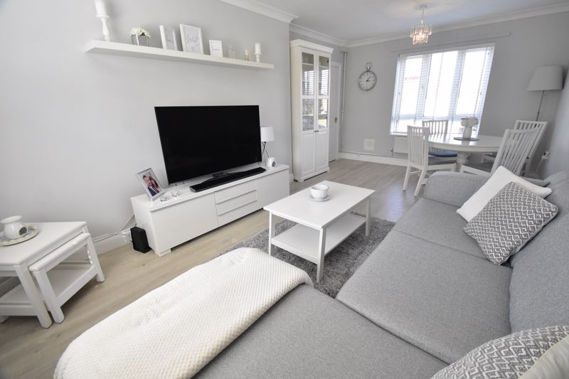 2 bedroom End Terrace to buy in Dewsbury Road, Luton - Photo 5