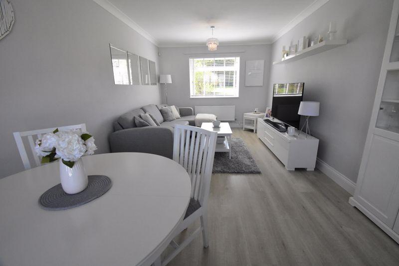 2 bedroom End Terrace to buy in Dewsbury Road, Luton - Photo 7