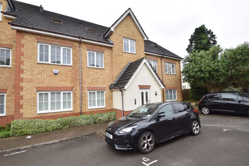 1 bedroom Flat to buy in The Wickets, Luton