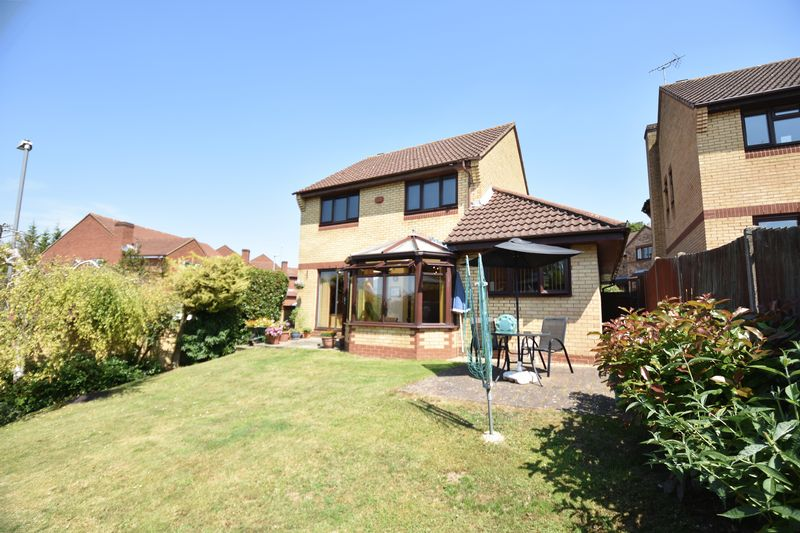 4 bedroom Detached  to buy in Lippitts Hill, Luton - Photo 8
