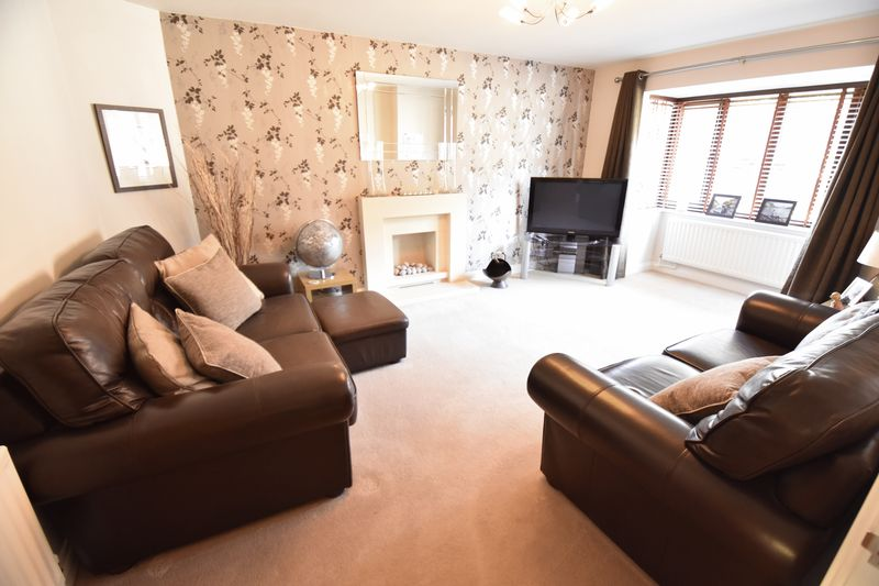 4 bedroom Detached  to buy in Lippitts Hill, Luton - Photo 12