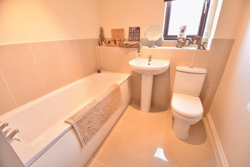 4 bedroom Detached  to buy in Lippitts Hill, Luton - Photo 24