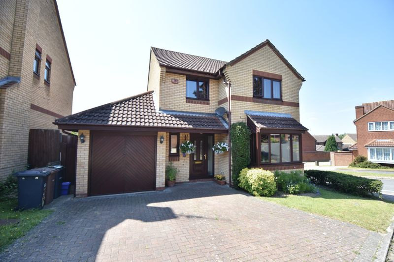 4 bedroom Detached  to buy in Lippitts Hill, Luton
