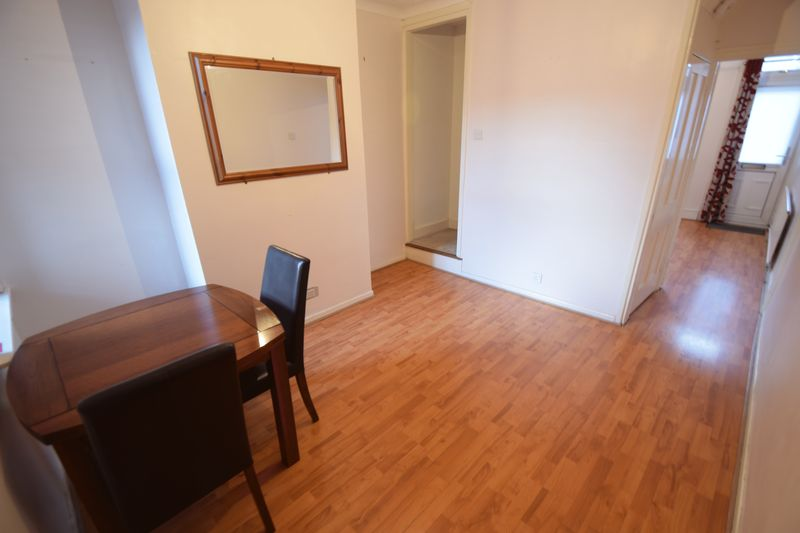 3 bedroom Mid Terrace to rent in Frederick Street, Luton - Photo 5