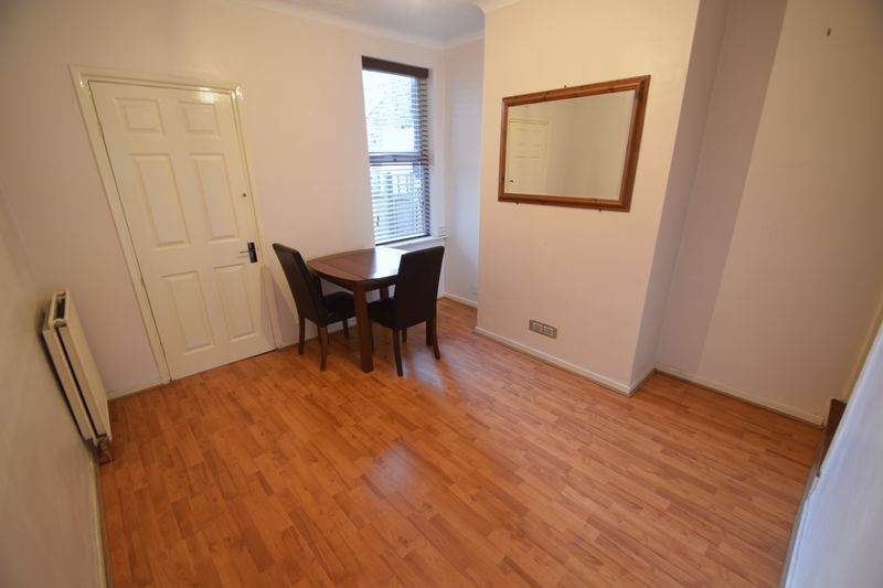 3 bedroom Mid Terrace to rent in Frederick Street, Luton - Photo 6