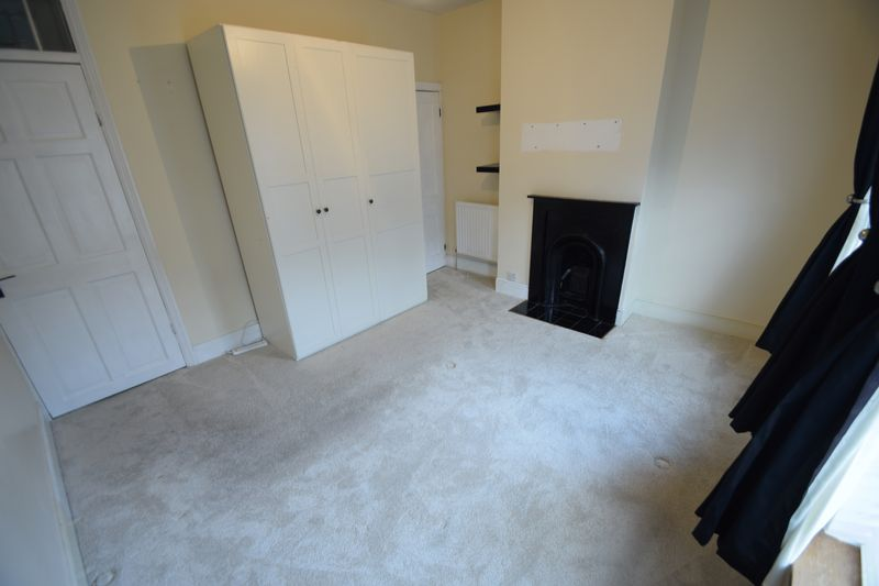 3 bedroom Mid Terrace to rent in Frederick Street, Luton - Photo 9