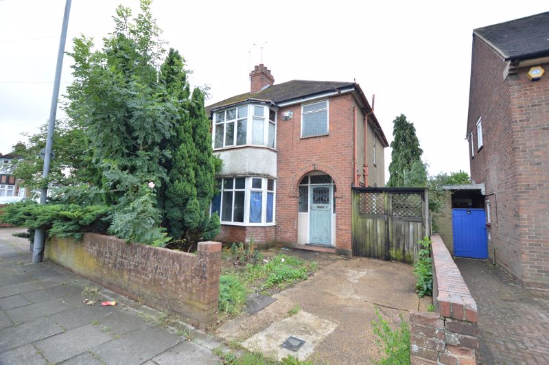 3 bedroom Semi-Detached  to buy in Clevedon Road, Luton - Photo 1