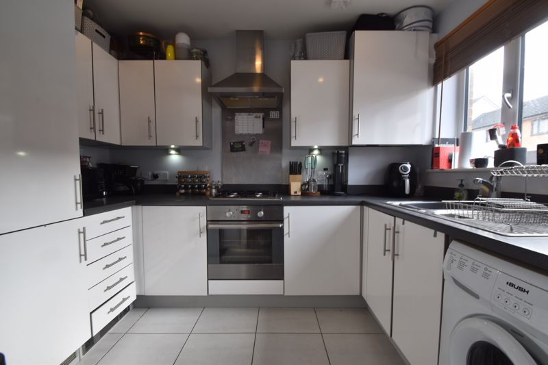 2 bedroom Mid Terrace to buy in Falks Hill, Luton - Photo 1