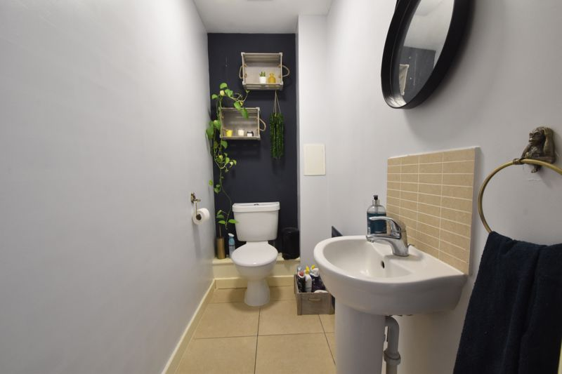 2 bedroom Mid Terrace to buy in Falks Hill, Luton - Photo 5
