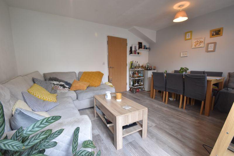 2 bedroom Mid Terrace to buy in Falks Hill, Luton - Photo 7