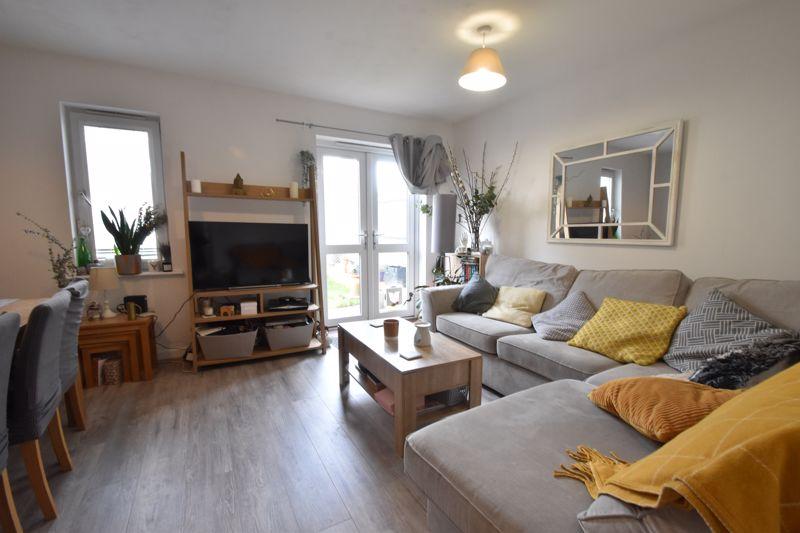 2 bedroom Mid Terrace to buy in Falks Hill, Luton - Photo 9