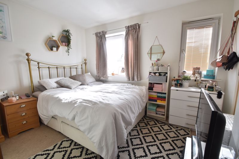 2 bedroom Mid Terrace to buy in Falks Hill, Luton - Photo 10