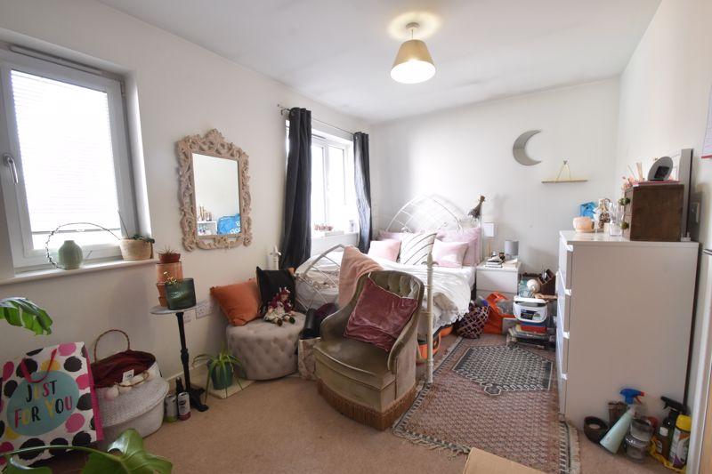 2 bedroom Mid Terrace to buy in Falks Hill, Luton - Photo 15