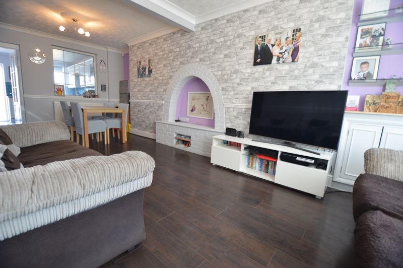 2 bedroom Mid Terrace to buy in Stapleford Road, Luton - Photo 1