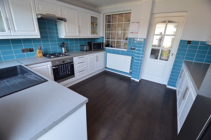 2 bedroom Mid Terrace to buy in Stapleford Road, Luton - Photo 4