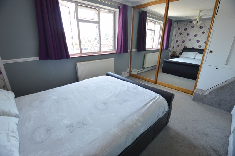 2 bedroom Mid Terrace to buy in Stapleford Road, Luton - Photo 6