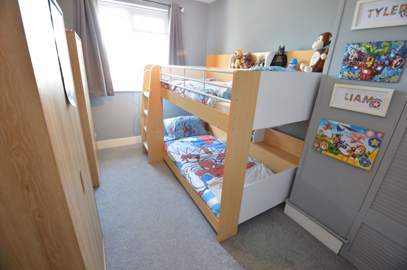 2 bedroom Mid Terrace to buy in Stapleford Road, Luton - Photo 8