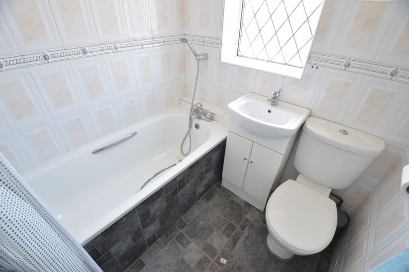 2 bedroom Mid Terrace to buy in Stapleford Road, Luton - Photo 9