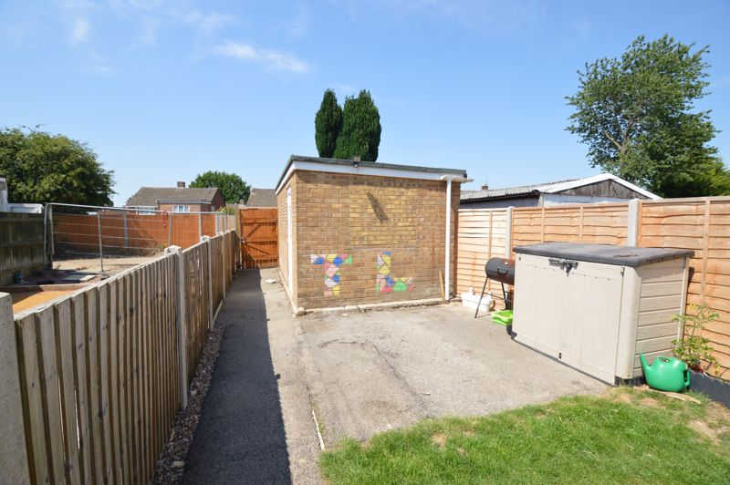 2 bedroom Mid Terrace to buy in Stapleford Road, Luton - Photo 12