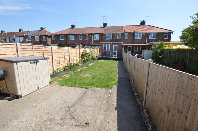 2 bedroom Mid Terrace to buy in Stapleford Road, Luton - Photo 13