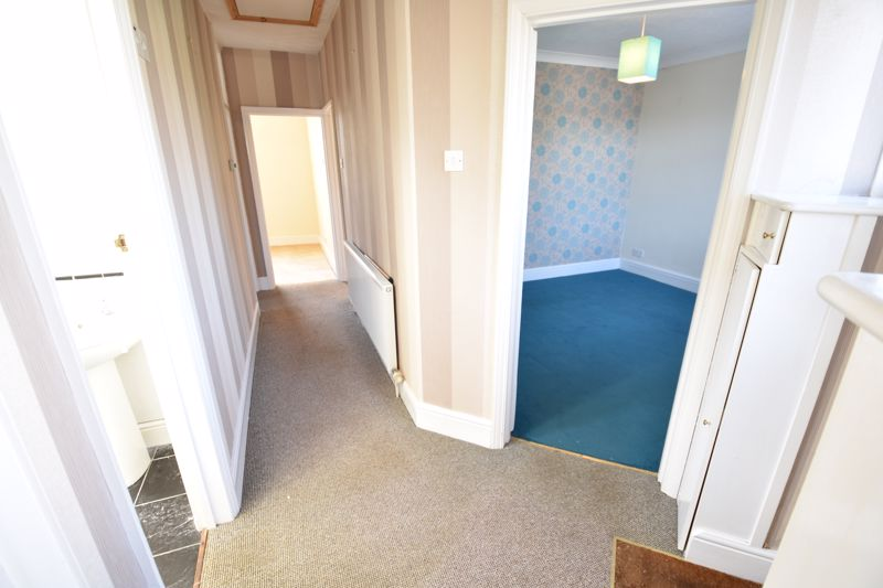 3 bedroom Semi-Detached  to buy in Hitchin Road, Luton - Photo 2
