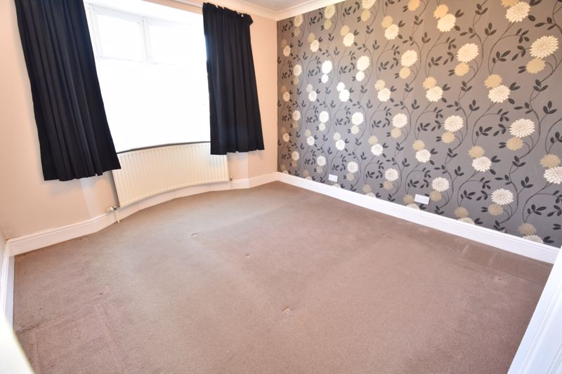 3 bedroom Semi-Detached  to buy in Hitchin Road, Luton - Photo 3