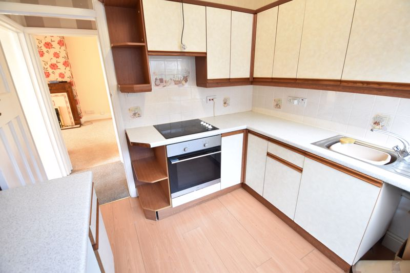 3 bedroom Semi-Detached  to buy in Hitchin Road, Luton - Photo 7