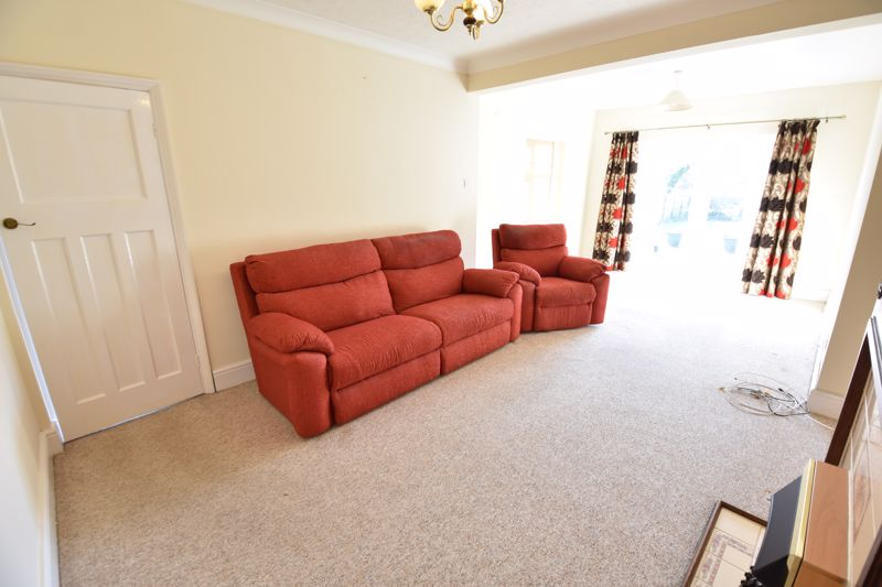 3 bedroom Semi-Detached  to buy in Hitchin Road, Luton - Photo 8