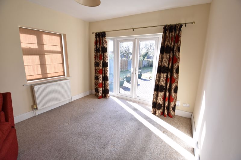 3 bedroom Semi-Detached  to buy in Hitchin Road, Luton - Photo 9