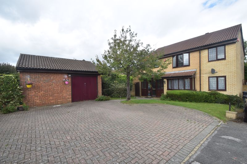4 bedroom Detached  to buy in Kirby Drive, Luton