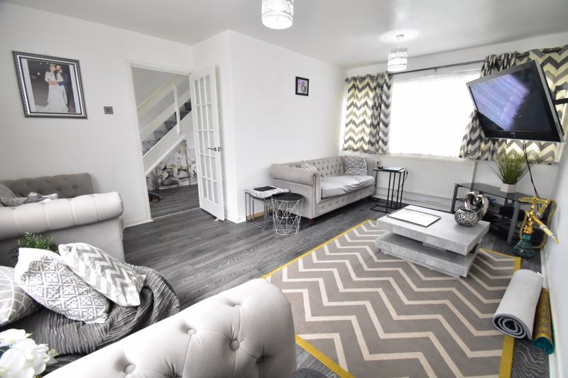 3 bedroom Semi-Detached  to buy in Thrales Close, Luton - Photo 7
