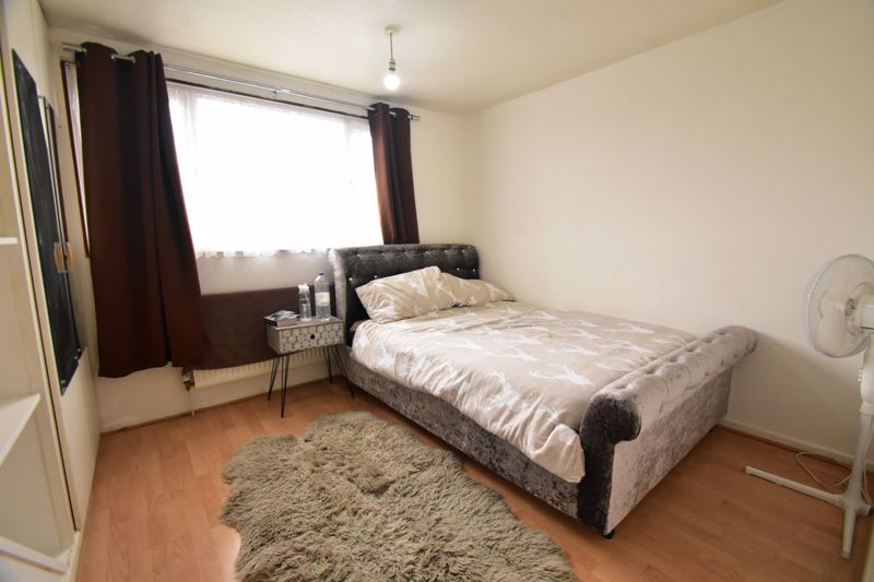 3 bedroom Semi-Detached  to buy in Thrales Close, Luton - Photo 12