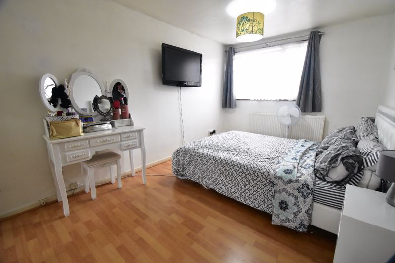 3 bedroom Semi-Detached  to buy in Thrales Close, Luton - Photo 14