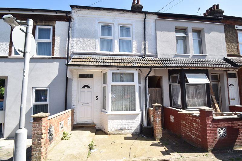 3 bedroom Mid Terrace to buy in Shaftesbury Road, Luton