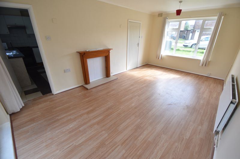 3 bedroom Semi-Detached  to buy in Redferns Close, Luton - Photo 2