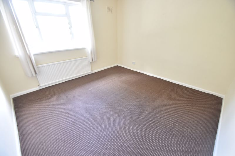 3 bedroom Semi-Detached  to buy in Redferns Close, Luton - Photo 4