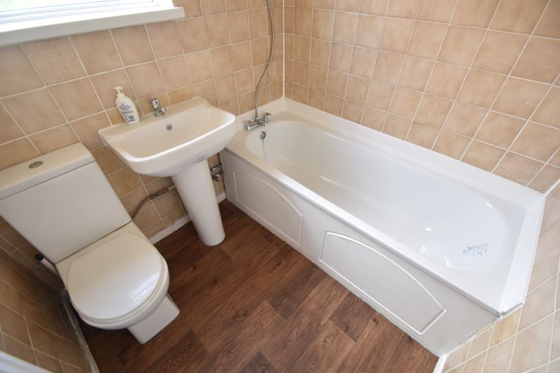 3 bedroom Semi-Detached  to buy in Redferns Close, Luton - Photo 7