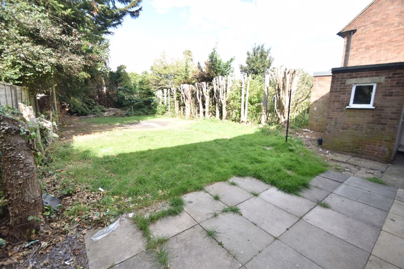 3 bedroom Semi-Detached  to buy in Redferns Close, Luton - Photo 8