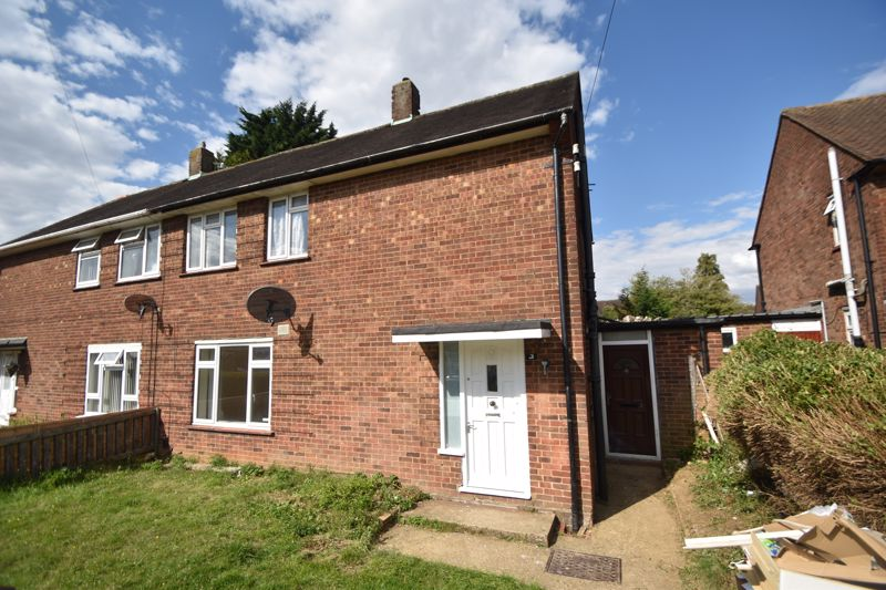 3 bedroom Semi-Detached  to buy in Redferns Close, Luton