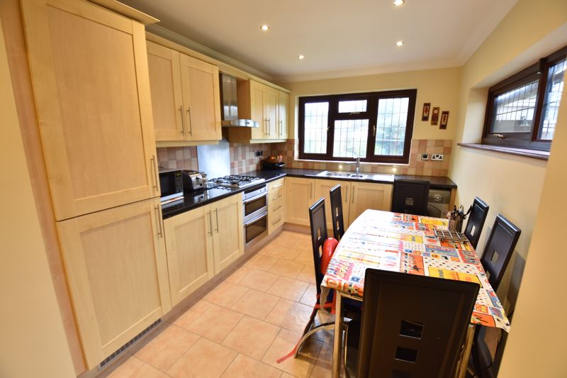 3 bedroom Semi-Detached  to rent in Manton Drive, Luton - Photo 1