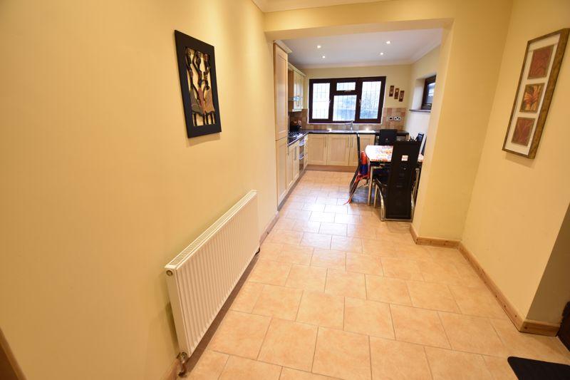 3 bedroom Semi-Detached  to rent in Manton Drive, Luton - Photo 2