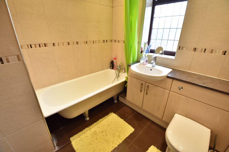 3 bedroom Semi-Detached  to rent in Manton Drive, Luton - Photo 9