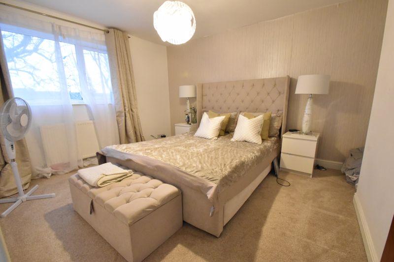 3 bedroom Mid Terrace to buy in Elm Park Close, Dunstable - Photo 5