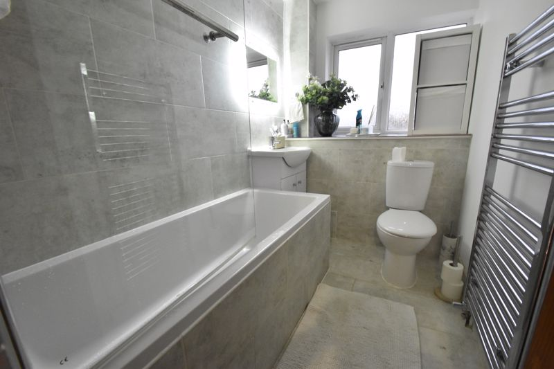 3 bedroom Mid Terrace to buy in Elm Park Close, Dunstable - Photo 7