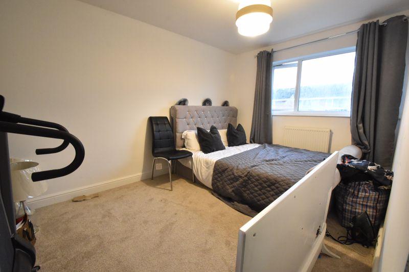 3 bedroom Mid Terrace to buy in Elm Park Close, Dunstable - Photo 9