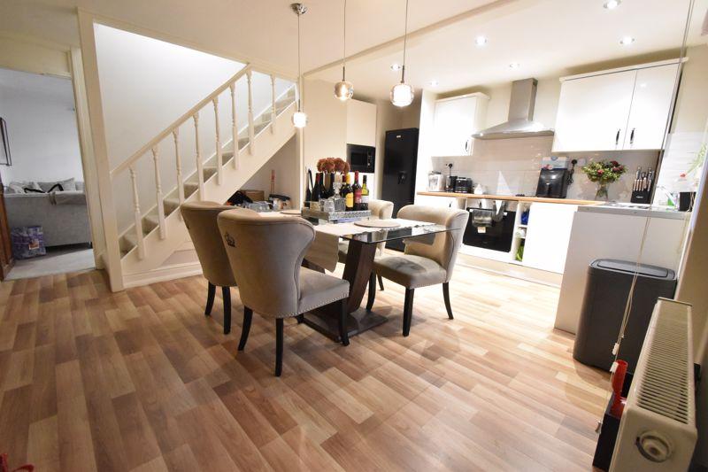 3 bedroom Mid Terrace to buy in Elm Park Close, Dunstable - Photo 12