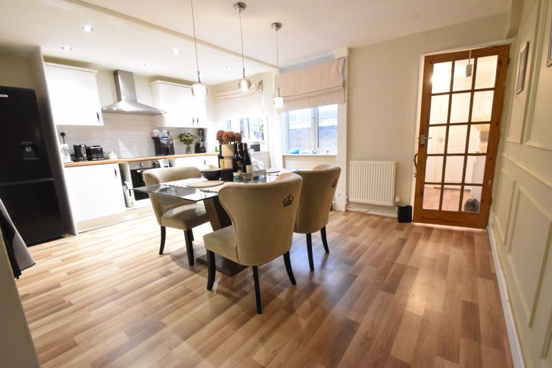 3 bedroom Mid Terrace to buy in Elm Park Close, Dunstable - Photo 13