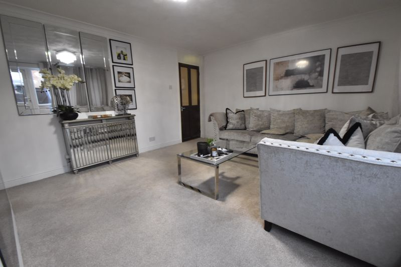 3 bedroom Mid Terrace to buy in Elm Park Close, Dunstable - Photo 16