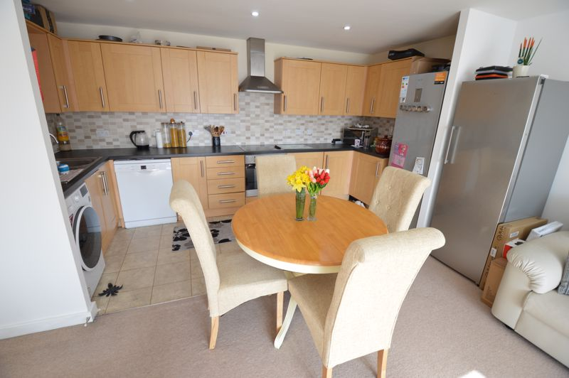 2 bedroom Flat to buy in Holly Street, Luton - Photo 3